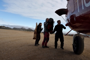 Audrey Decou and Christoph Spötl assist the Norlandair pilot to unload the Twin Otter